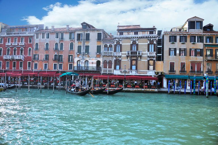 1024px-Grand_Canal_-_Rialto_-_Venice_Italy_Venezia_-_Creative_Commons_by_gnuckx_(4969446627)