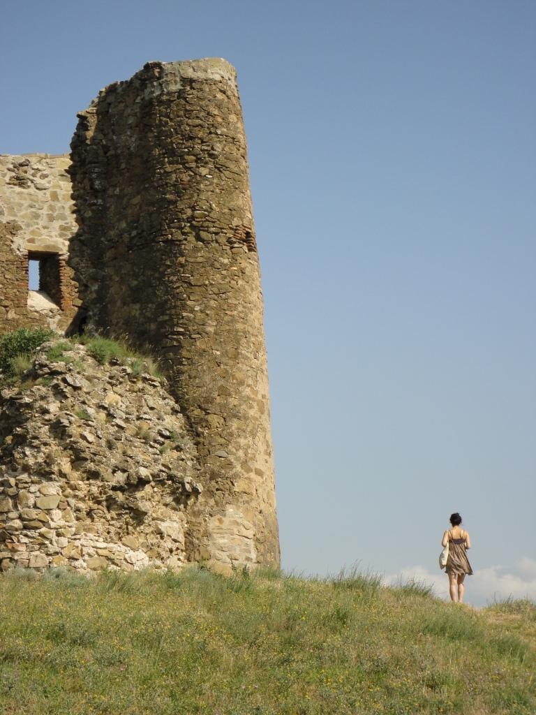 Lone_Figure_Jvari_monastery_Georgia