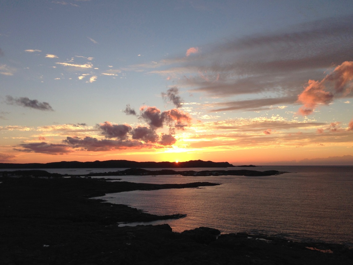 Sunset_over_Barrd_Islands_and_Eastern_Tickle