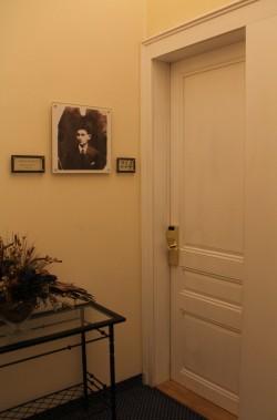 kafka suite entrance pre-reno_2015