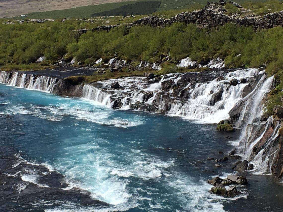 Barnafoss_-_Childrens_Falls_Flow_into_Hvita_River
