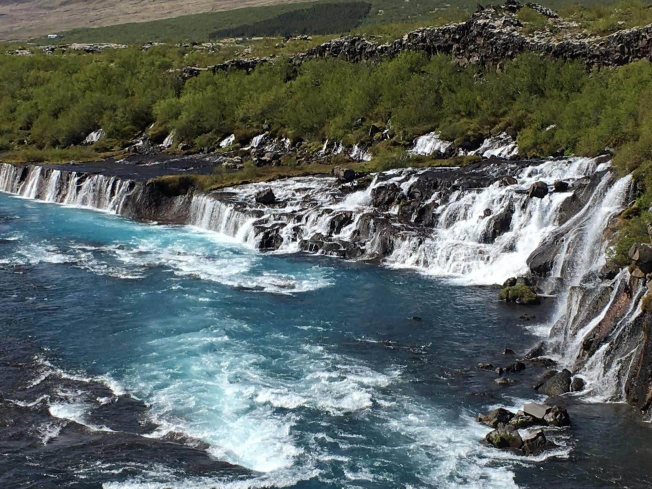 Barnafoss_-_Childrens_Falls_Flow_into_Hvita_River