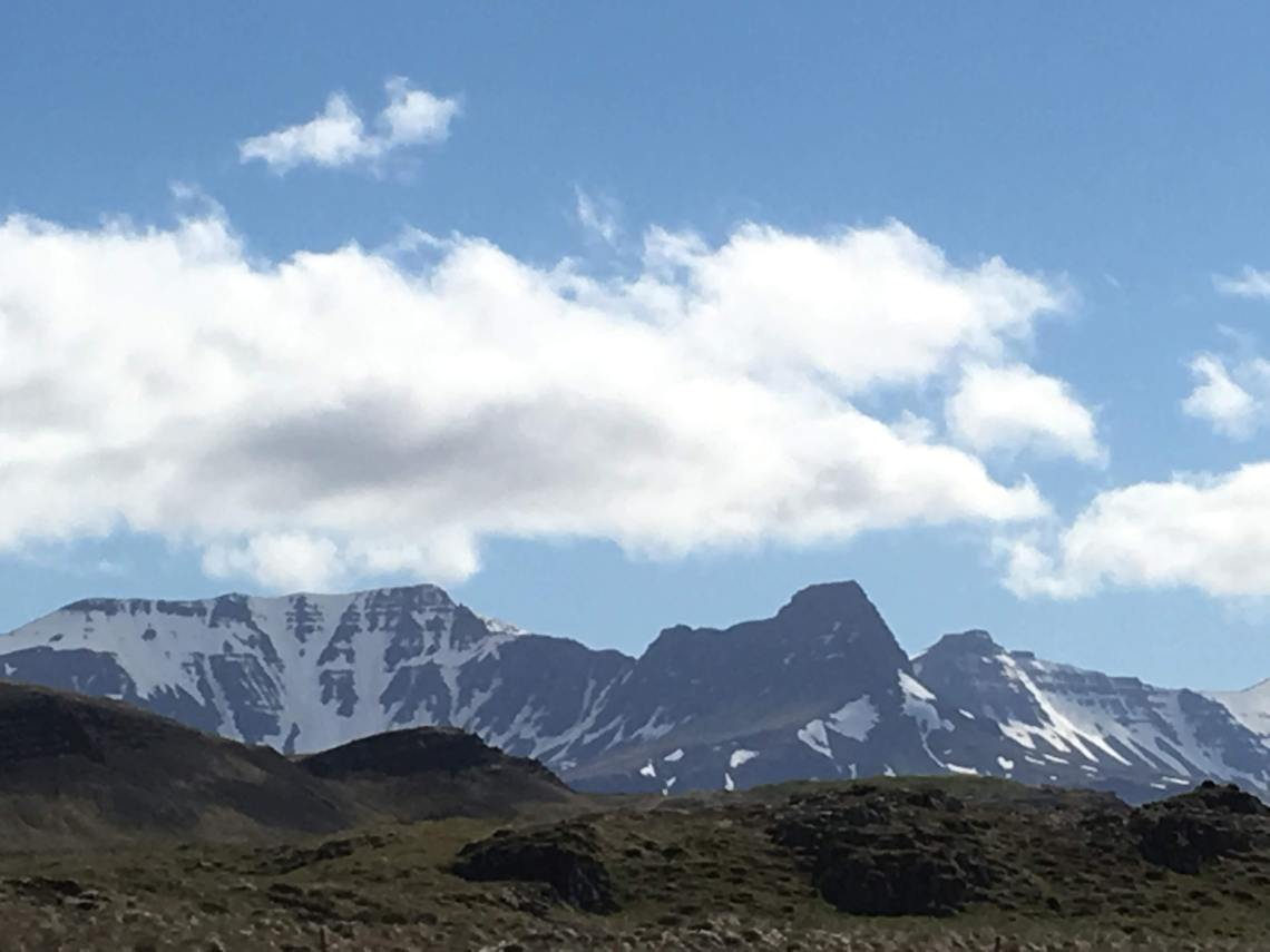 Skessuhorn_Mountain_and_Sisters