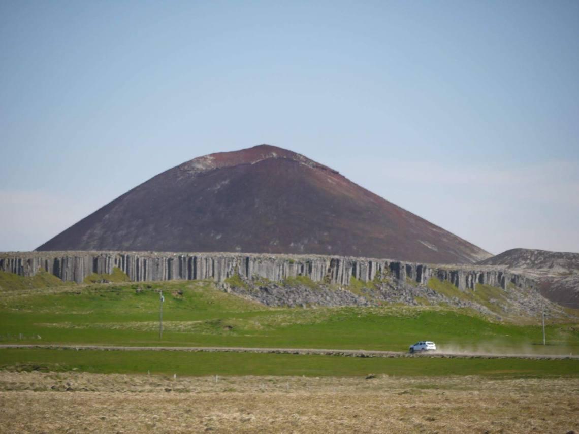 Gerduberg_Basalt_Columns_Front_a_Volcano